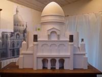 Fabrication d'une maquette du sacré coeur pour un décor de vitrines des galeries Lafayette