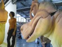 Dinosaure en mousse taillée pour le spectacle bébé Lilly
