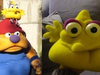 Deux personnages en mousse teintée