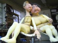 Marionnettes en mousse articulée avec têtes en latex.