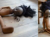 Marionnette en mousse articulée avec tête en latex.