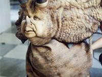 Marionnette de tyrannosaure créée à partir du personnage de Jean Marie Messier pour les besoins d'un sketch