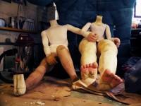 Construction des poupées géantes en atelier