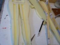 Etape d'incrustation du squelette dans la mousse du corps