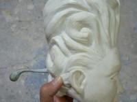 la tête de la marionnette avant peinture