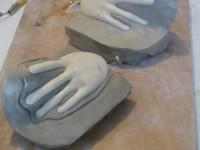 Préparation du moulage des mains