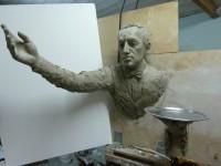 sculpture serveur passe muraille pour les bureux de la société orangina